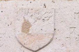Une porte bien étrange : est ce des symboles maçonniques ?